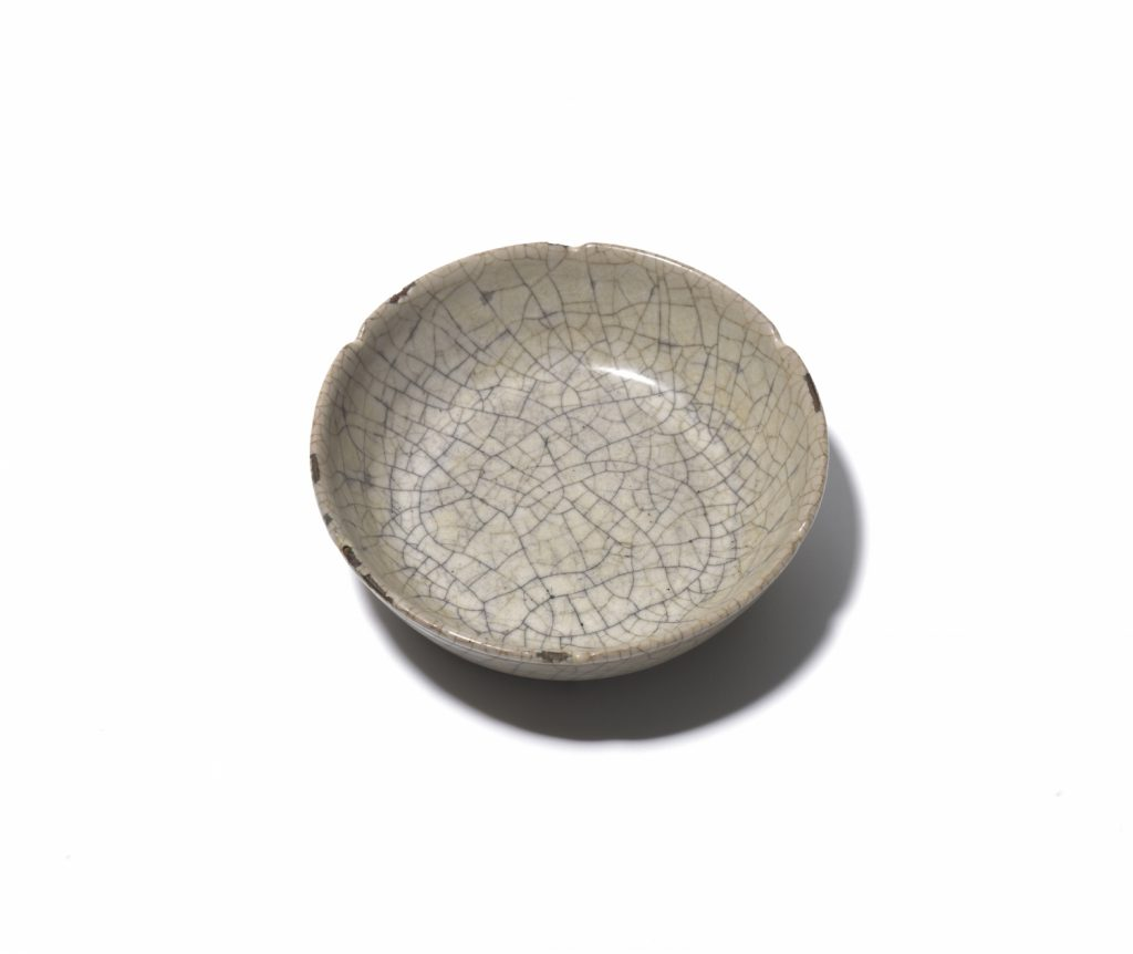 A lobed 'Guan'-type circular washer (Southern Song/Yuan dynasty)