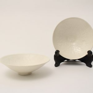 A pair of conical Xingyao bowls