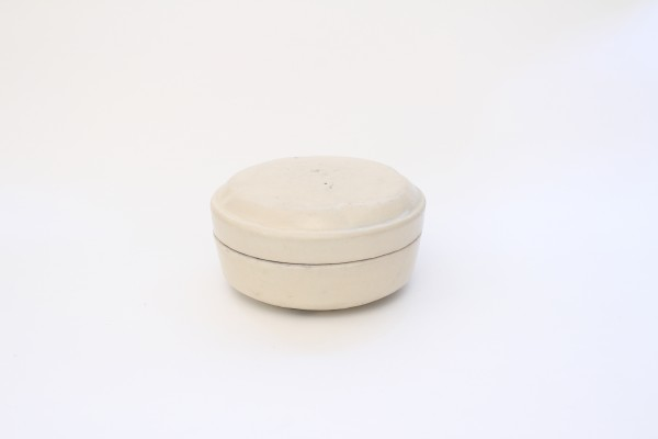 A white-glazed oil box and cover