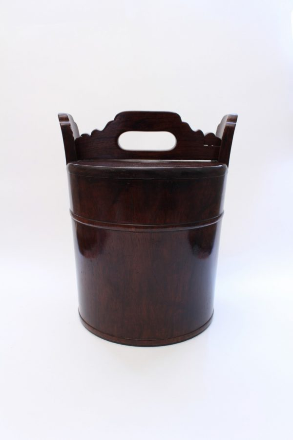 A Huanghuali teapot container