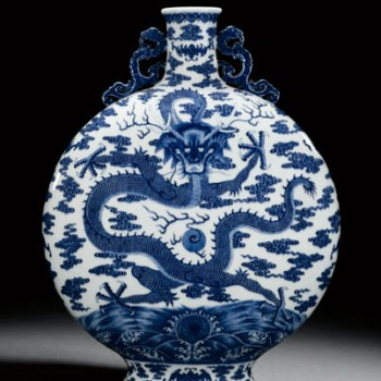 A blue and white dragon moon flask