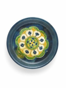A blue-glazed 'sancai' ware tripod offering tray (Tang Dynasty, 8th century) - 24cm diameter