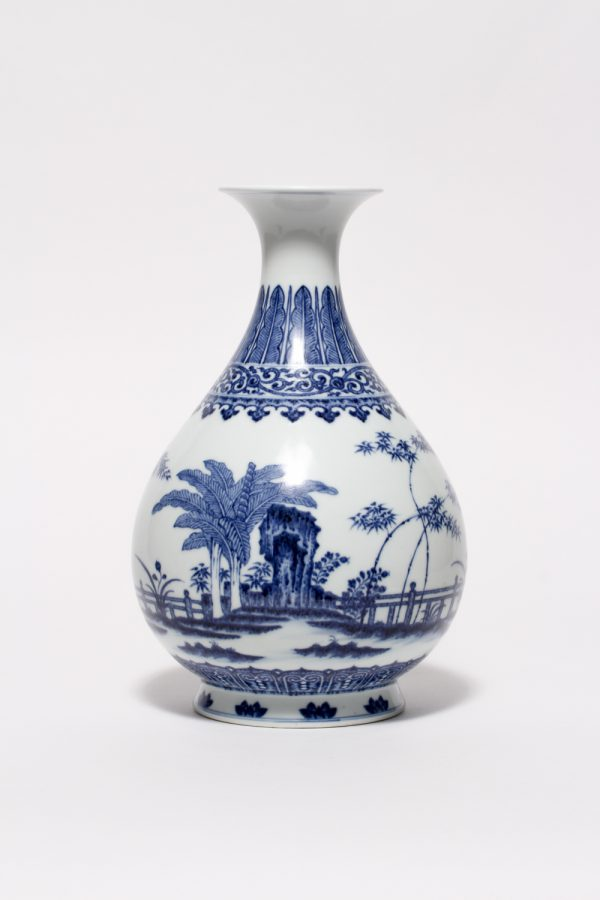 A blue and white Yuhuchunping (Qianlong mark and period)